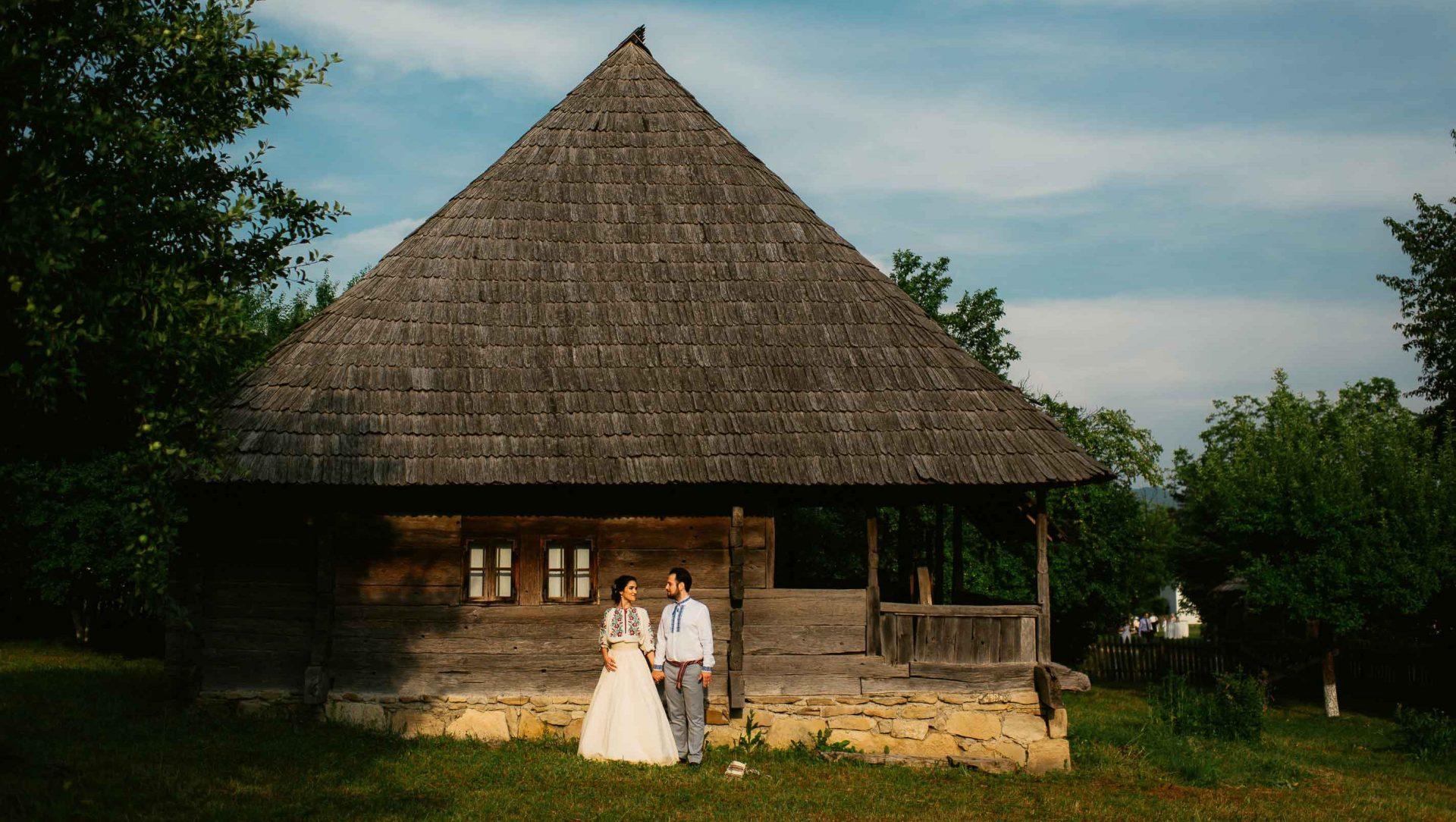 Opteaza pentru unul din traseele noastre sau propune-ne tu unul. Noi ne asigurăm că veți vizita cele mai importante puncte de atracție turistică din România și în final vă așteaptă nunta mult visată.